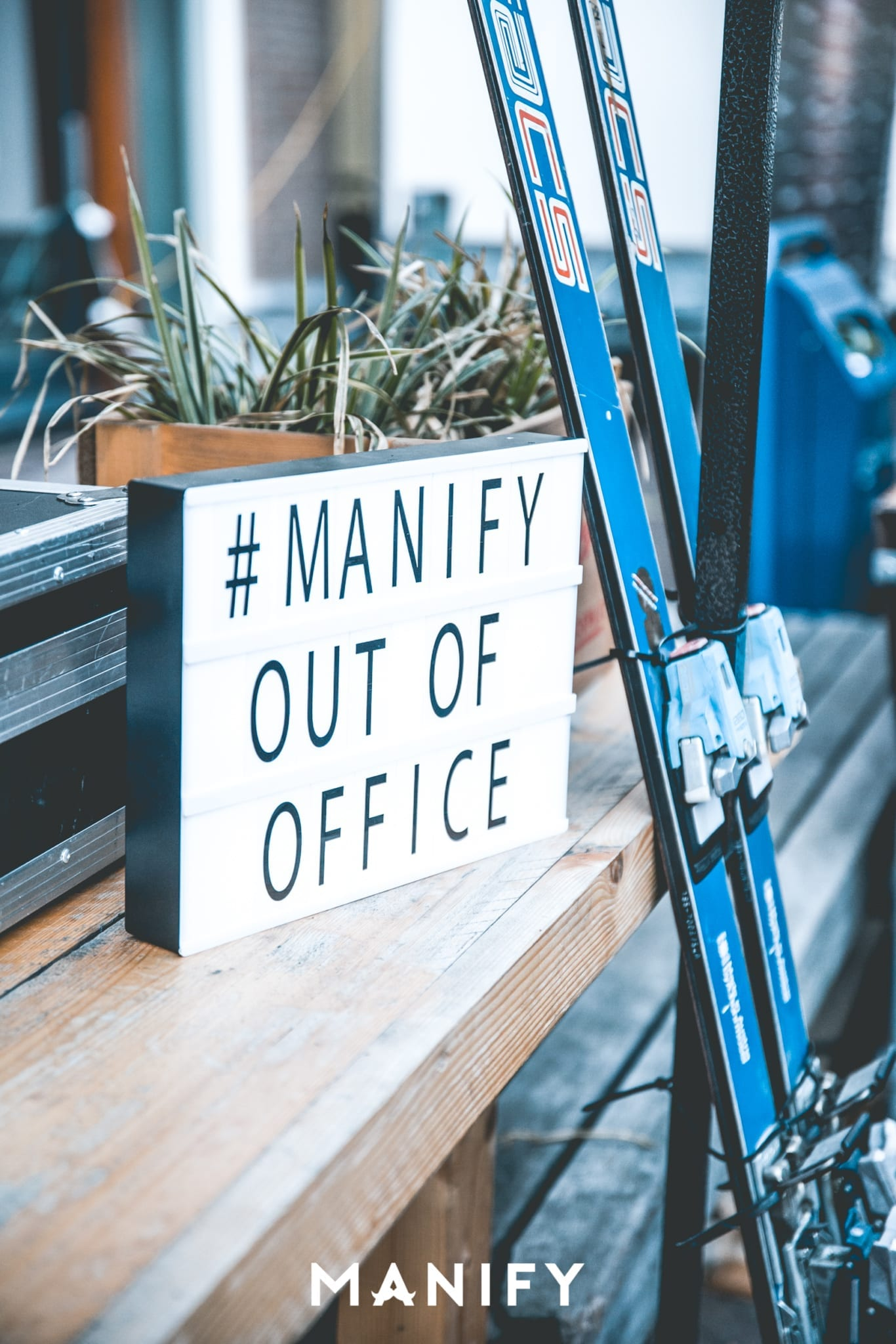 Manify_Out_of_office-E10_WM-3-manify