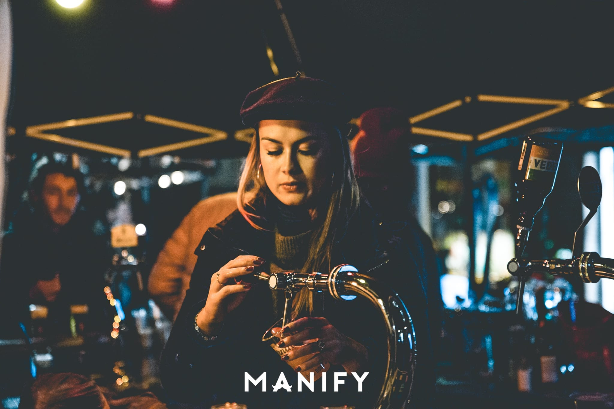 Manify_Out_of_office-E10_WM-35-manify