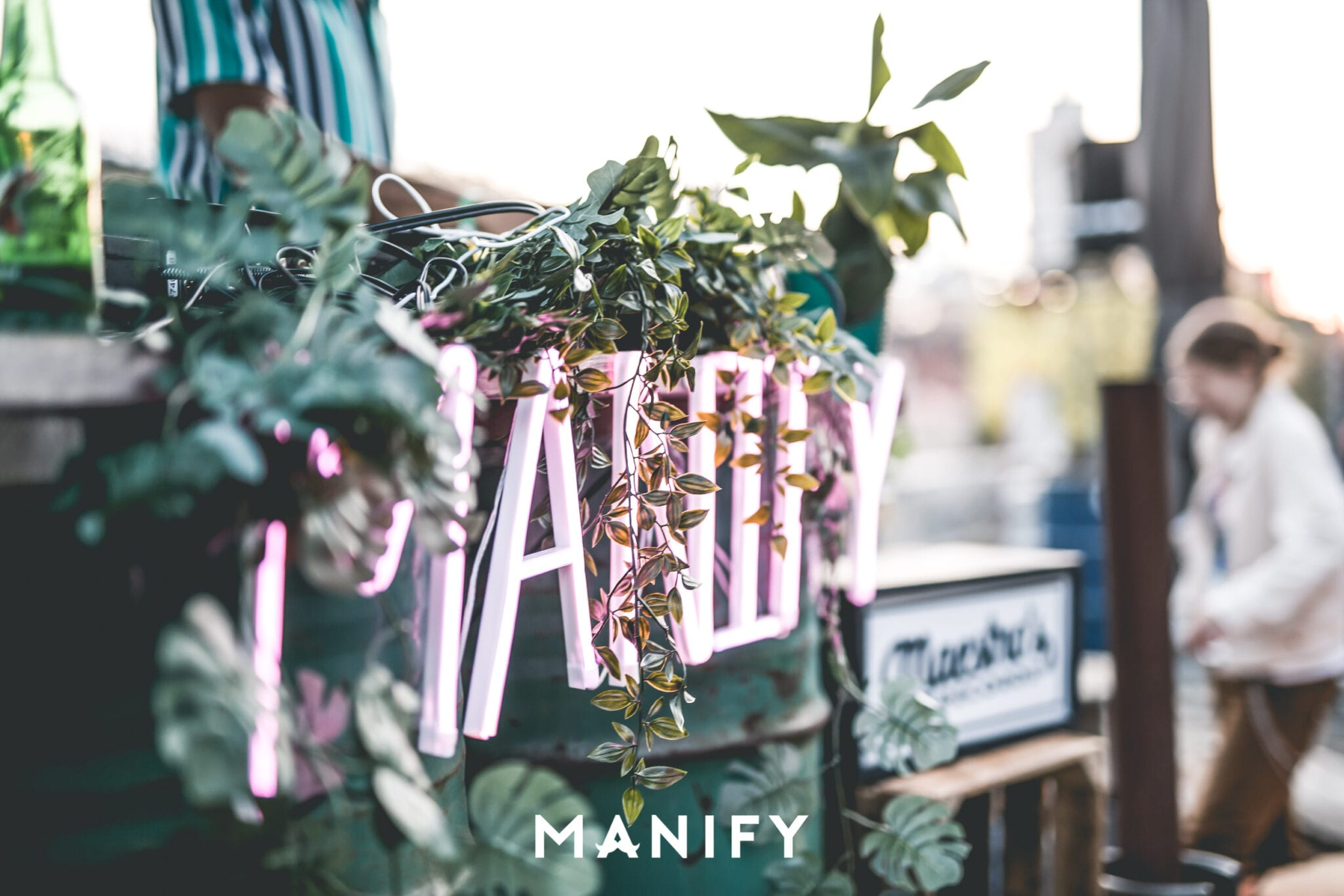 Manify_Out_of_office_RAW_13-09-WM-55-manify