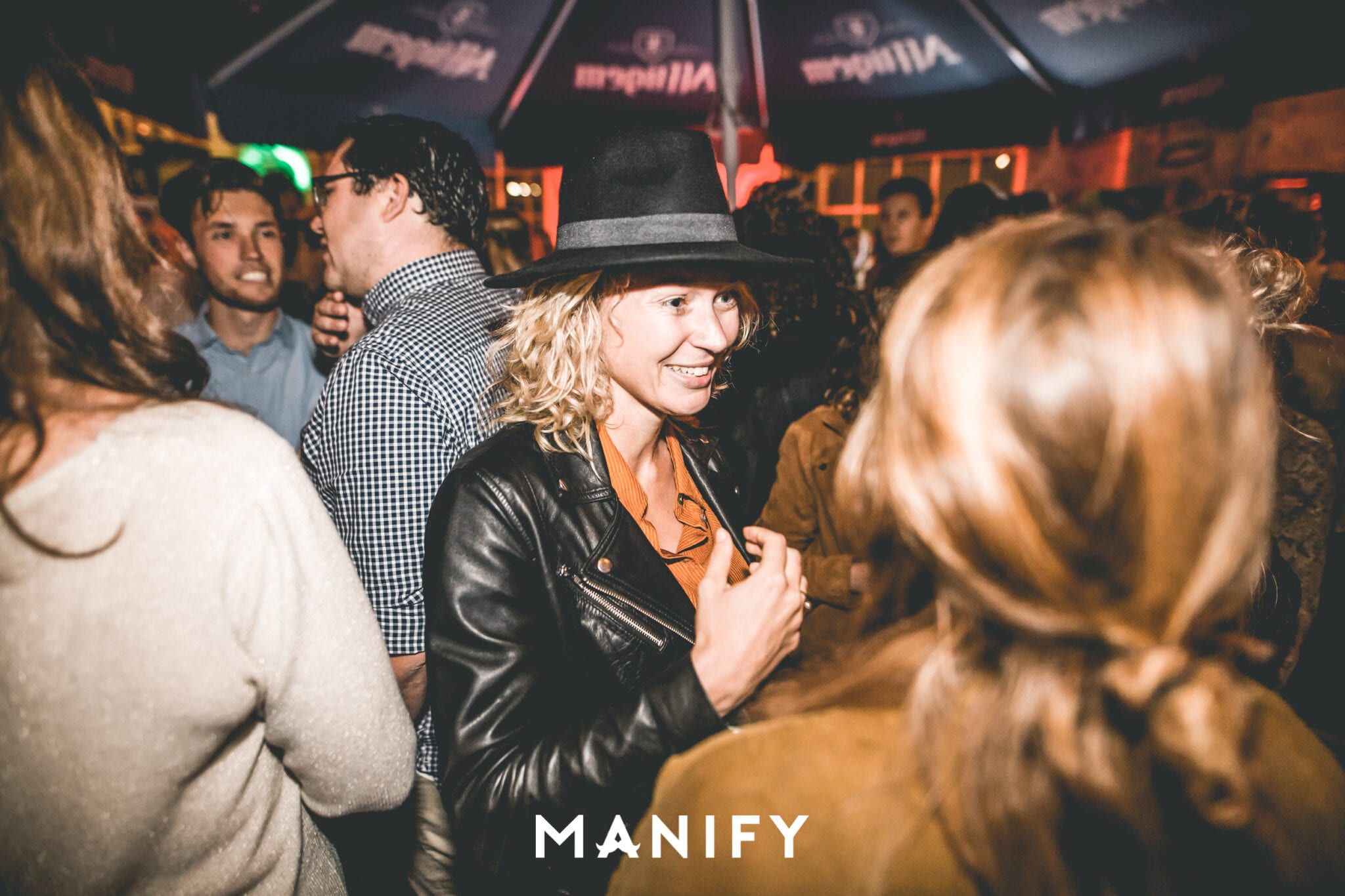 Manify_Out_of_office_RAW_13-09-WM-82-manify